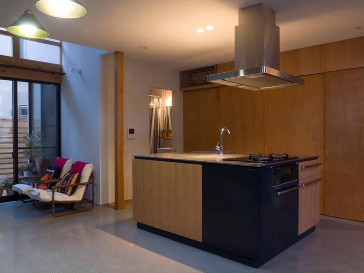 キッチン: Far East Design Laboが手掛けたキッチンです。,
