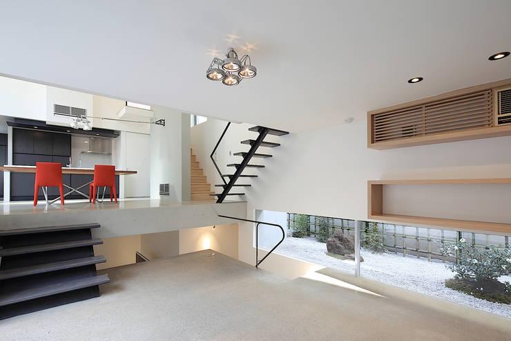 Livings de estilo moderno de Far East Design Labo Moderno
