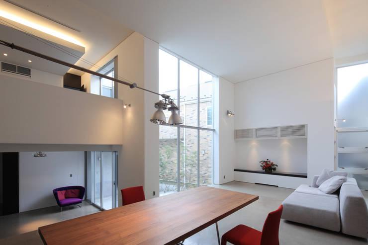 Comedores de estilo moderno de Far East Design Labo Moderno
