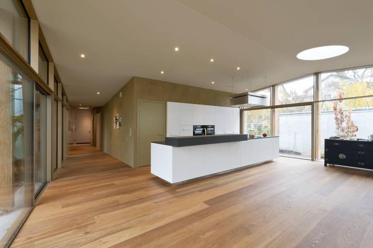 moderne Woonkamer door Coon Architektur