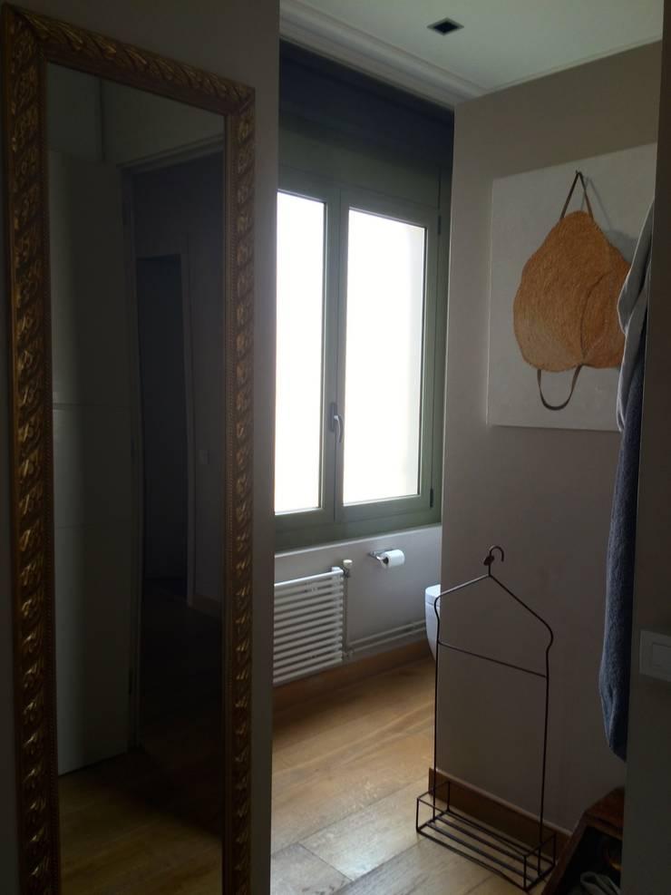 Baño principal: Dormitorios de estilo  de ANA EMO INTERIORISMO