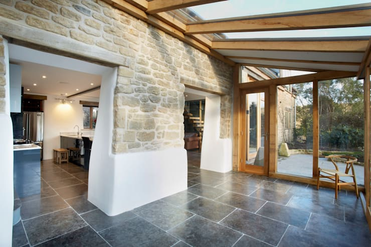 Oak framed conservatory: country Conservatory by Hart Design and Construction