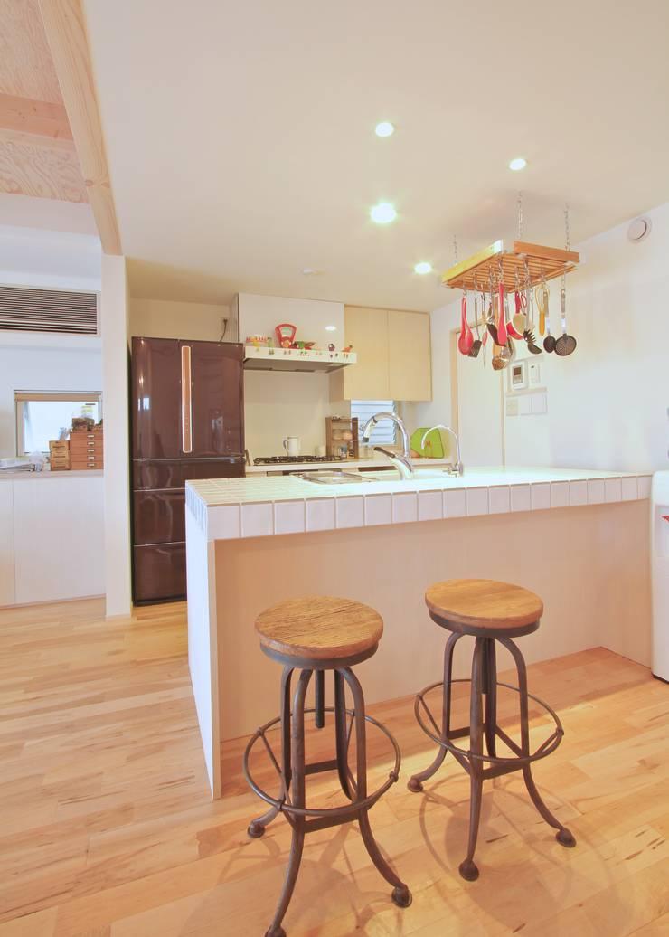 保土ヶ谷区I邸: ジェイ石田アソシエイツが手掛けたキッチンです。