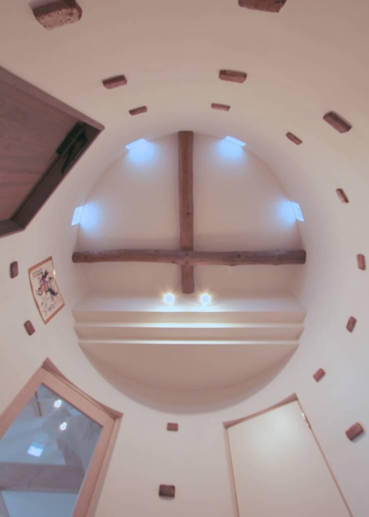 保土ヶ谷区I邸: ジェイ石田アソシエイツが手掛けた廊下 & 玄関です。