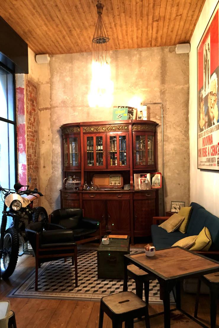Oficinas y Tiendas de estilo  por Moodern, Industrial