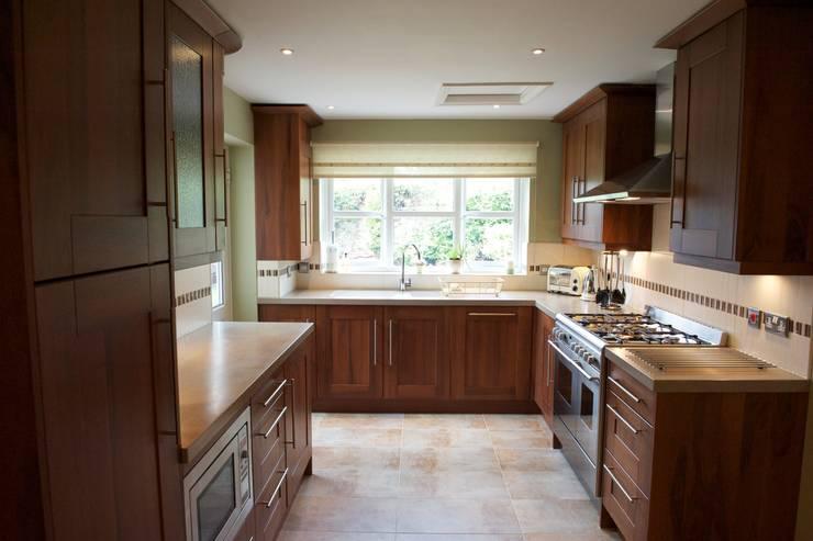 Kitchen: modern Kitchen by Chameleon Designs Interiors