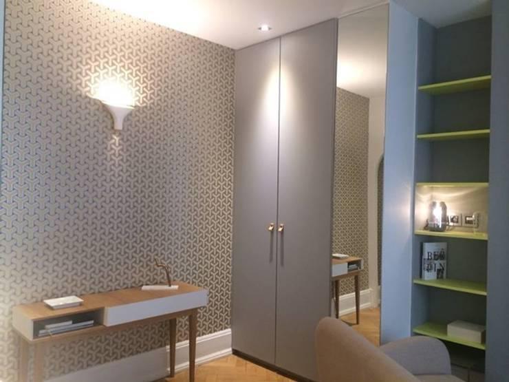 Rénovation d'un appartement à Lyon02/ Bellecour :  Living room by Pepper Butter