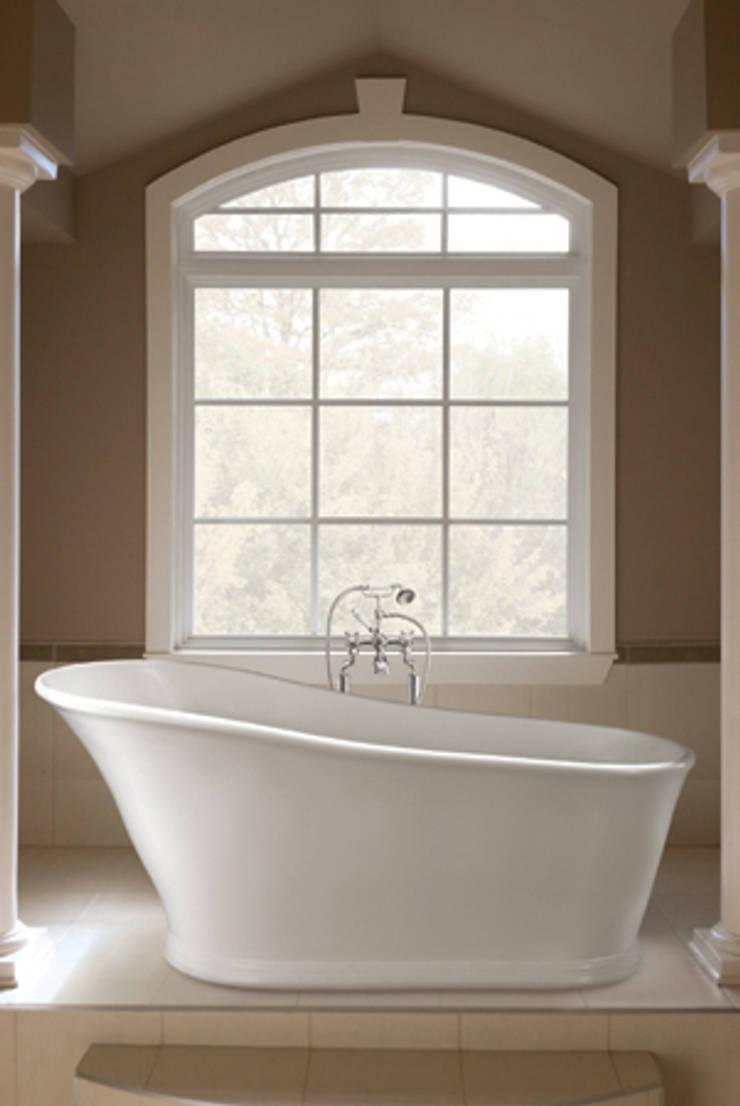 The Aurelius Slipper Bath:  Bathroom by BC Designs