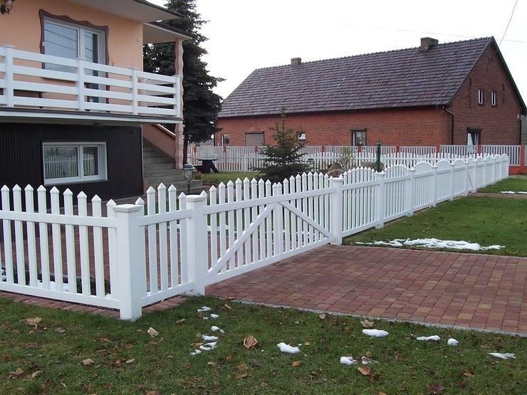 Ogrodzenie wypukłe 2: styl , w kategorii Ogród zaprojektowany przez Ogrodzenia PCV