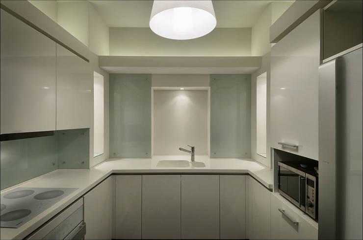 Квартира Мити Фомина: Кухни в . Автор – Студия дизайна  интерьера Лелы Кавтарадзе