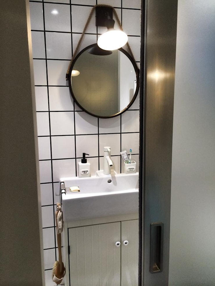 Rénovation maison Saint Cyr au Mont d'Or :  Bathroom by Pepper Butter