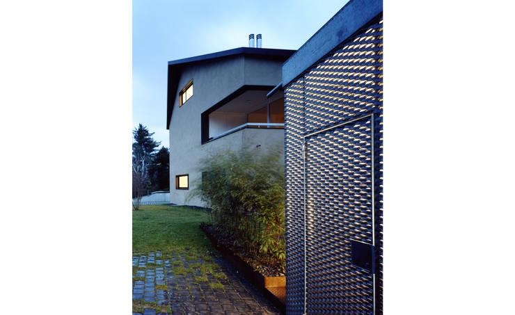 Mehrfamilienhaus Wiesengrundstrasse: klassische Häuser von weberbuess Architekten SIA