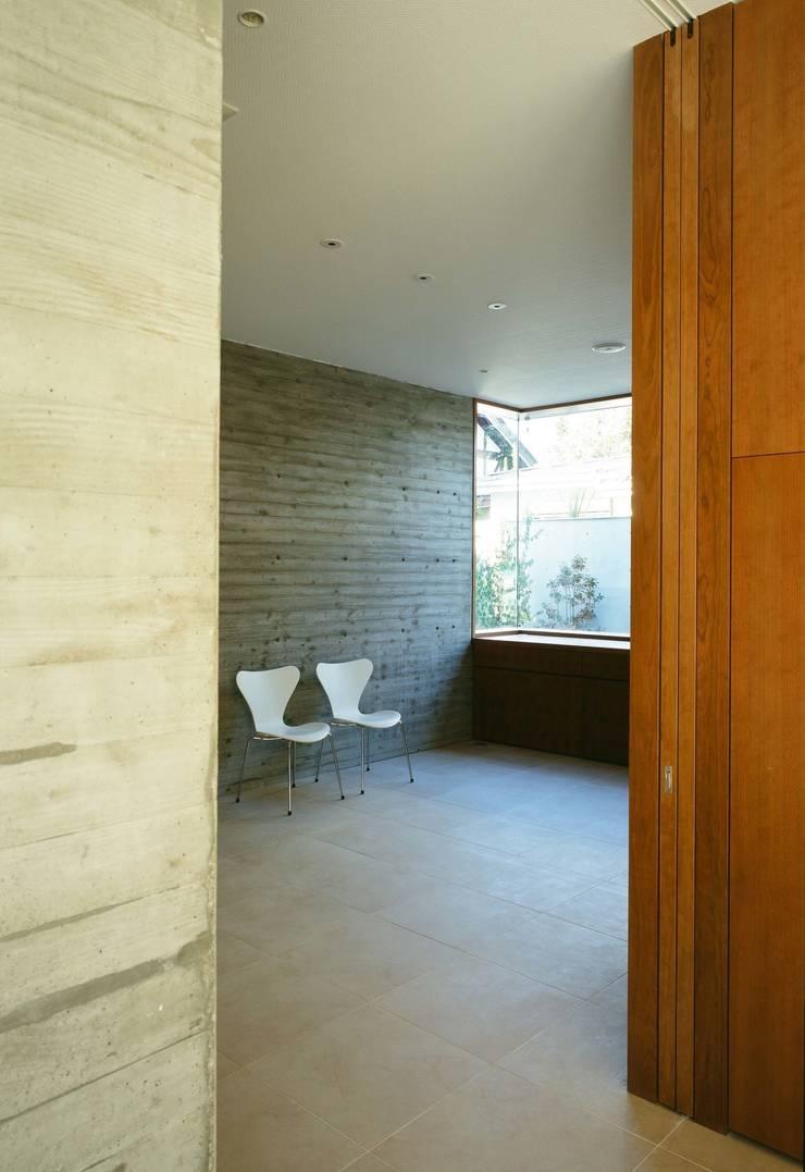 ダイニングルーム: 山崎壮一建築設計事務所が手掛けたダイニングです。