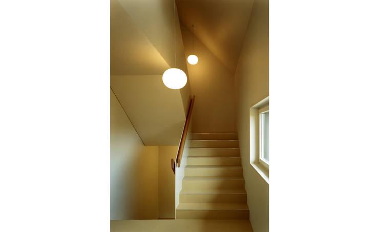 Mehrfamilienhaus Wiesengrundstrasse:  Flur & Diele von weberbuess Architekten SIA
