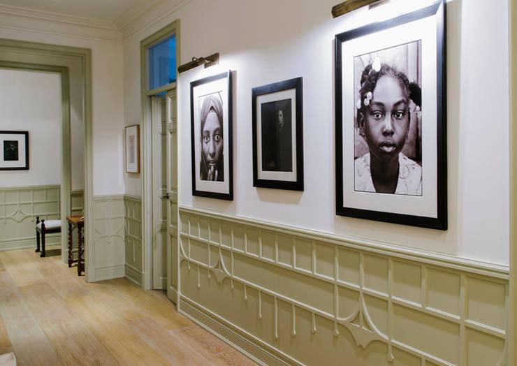 Vivienda zona Justicia, Madrid : Pasillos y vestíbulos de estilo  de nimú equipo de diseño