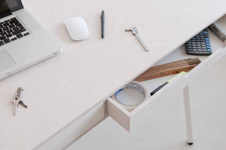 White Drawers Table:  Study/office by minimum einrichten GmbH