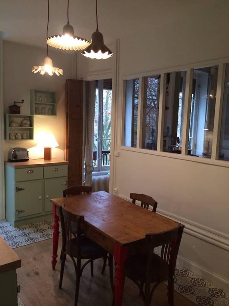 Rénovation d'une cuisine dans un vieil immeuble sur les quais de Lyon :  Kitchen by Pepper Butter