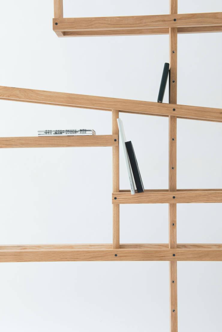 Latte Regal:  Living room by minimum einrichten GmbH