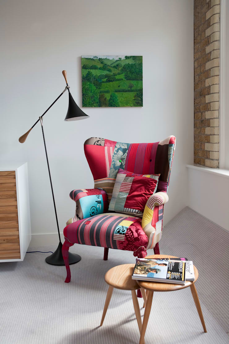 Squint Interiors:  Living room by Squint Limited