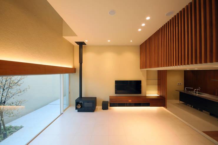 HOME-KS モダンデザインの リビング の atelier raum モダン
