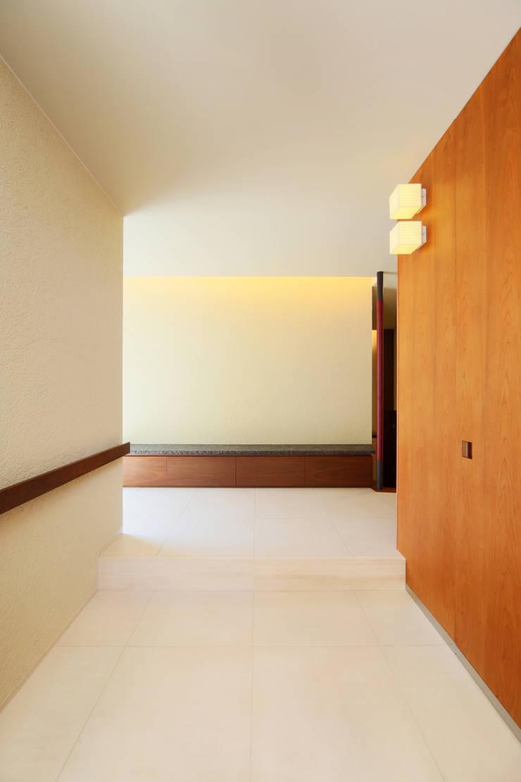 HOME-KS モダンスタイルの 玄関&廊下&階段 の atelier raum モダン