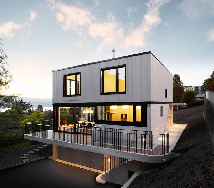 Haus Tschannen Faes, Erlenbach, Südostansicht:  Häuser von Andreas Müller Architekten