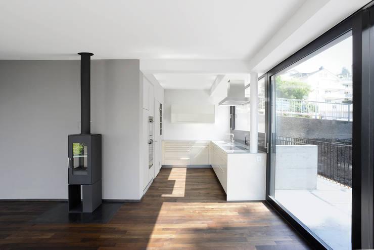 Haus Tschannen Faes, Erlenbach, Küche:  Küche von Andreas Müller Architekten