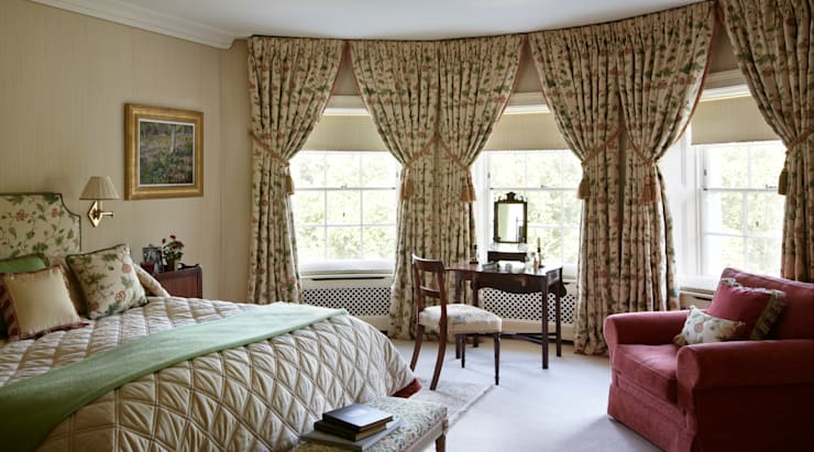 Master Bedroom:  Bedroom by Meltons