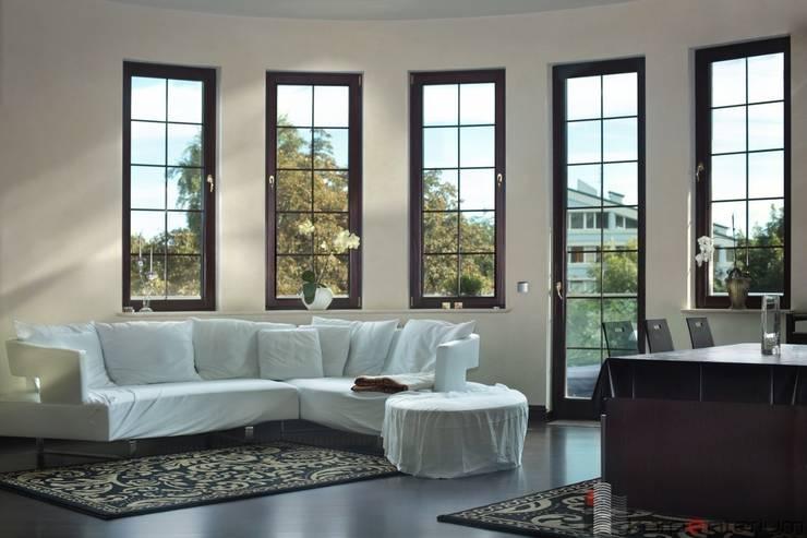 Aluminio y Pvc: Puertas y ventanas de estilo  de Central Multiservicios