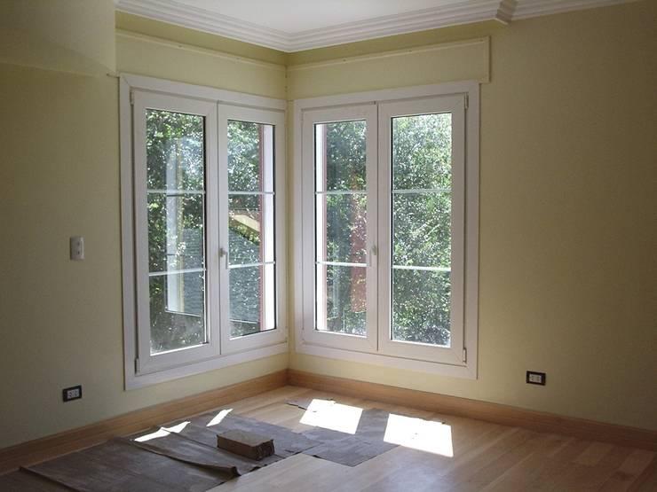 Ventanas de aluminio y ventanas de PVC: Puertas y ventanas de estilo  de Central Multiservicios