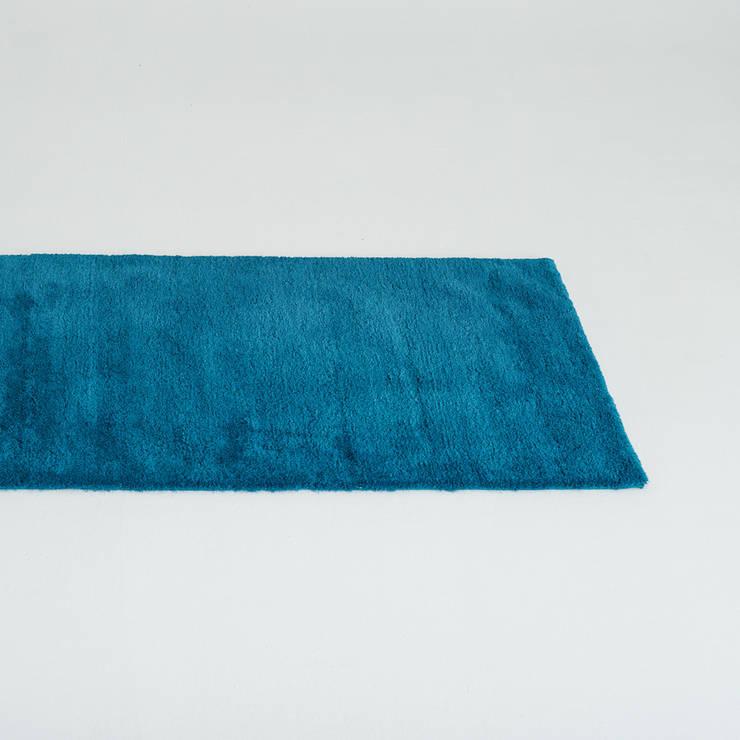 Teppich Emma in türkis: moderne Wohnzimmer von Teppichlust Berlin GmbH