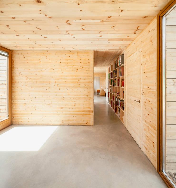 Walls by Alventosa Morell Arquitectes, Modern