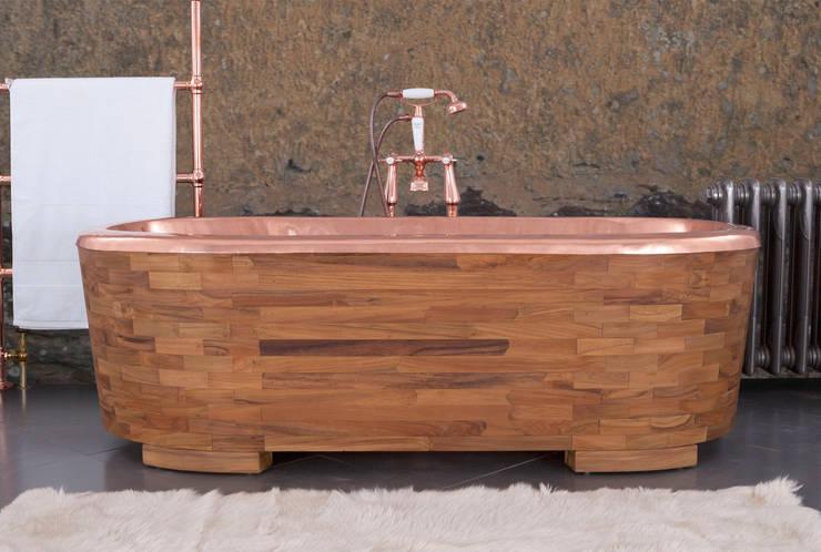 Sampan Copper Interior Clad with Teak (Feet can be detached): classic Bathroom by Hurlingham Baths
