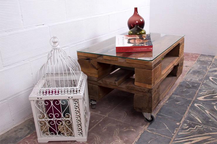 SAGRA mesa palet. 68x47cm, 2 alturas: Hogar de estilo  de ECOdECO Mobiliario