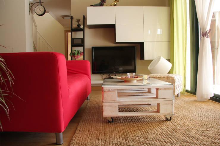 Hogar de estilo  por ECOdECO Mobiliario