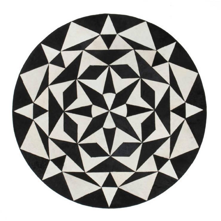 WovenGround Ambition round rug, hand made:  Walls & flooring by WovenGround