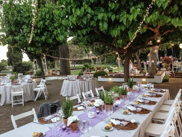 Jardín de estilo  por GARCIA HERMANOS