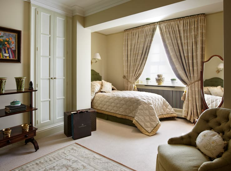 Guest Bedroom with seating area:  Bedroom by Meltons