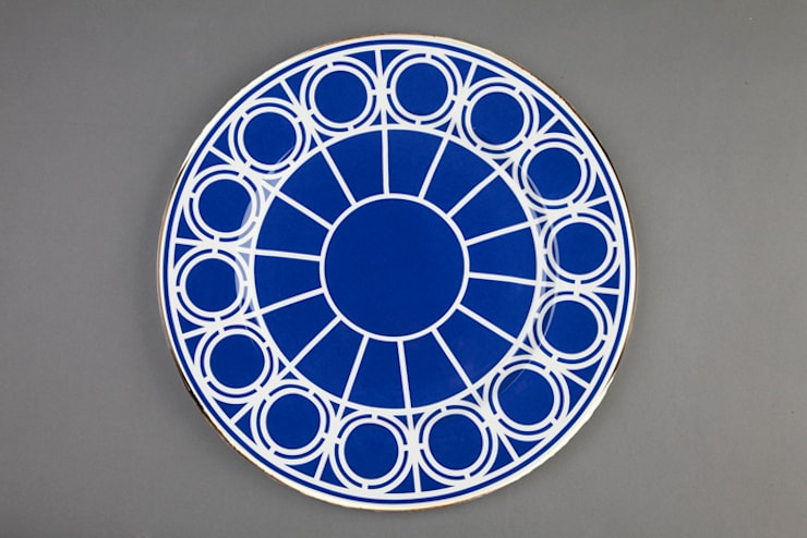 Palladian serving plate by CUSTHOM:  Kitchen by CUSTHOM