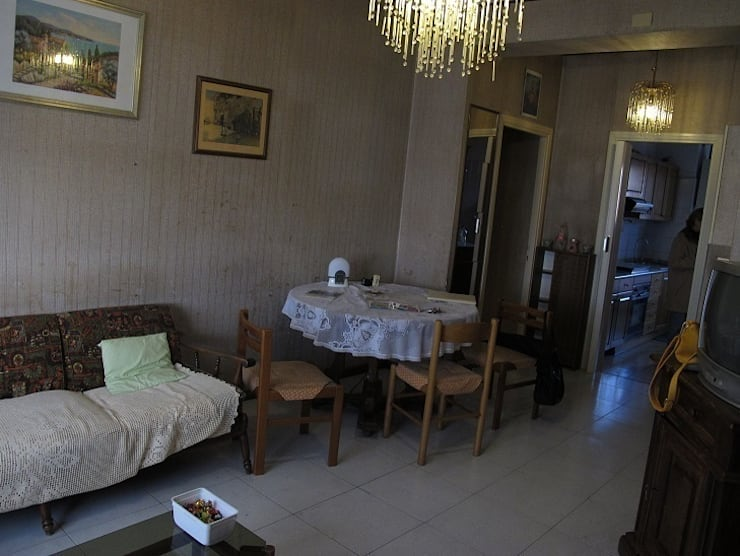Sala (PRIMA):  in stile  di Clara Avagnina Home Staging