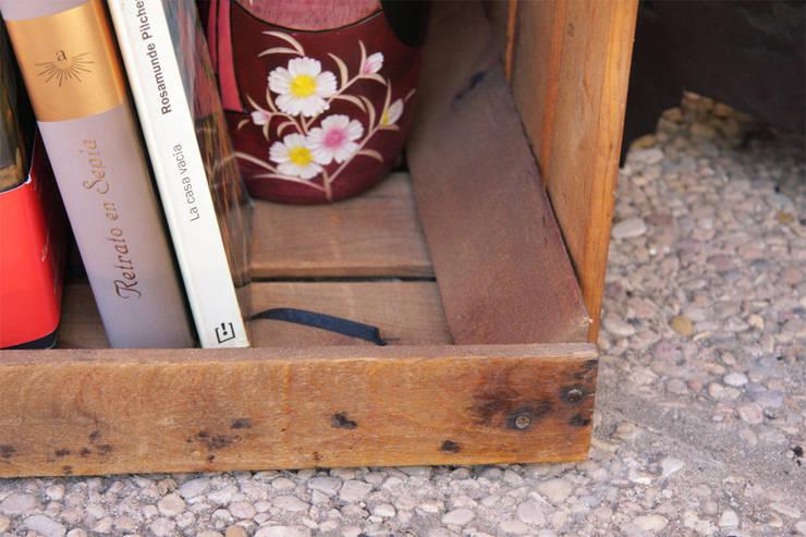 SAVIA 1 caja de fruta barnizada: Hogar de estilo  de ECOdECO Mobiliario