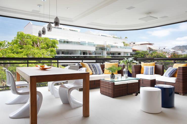 Apartamento Recreio JE: Terraços  por Amanda Miranda Arquitetura