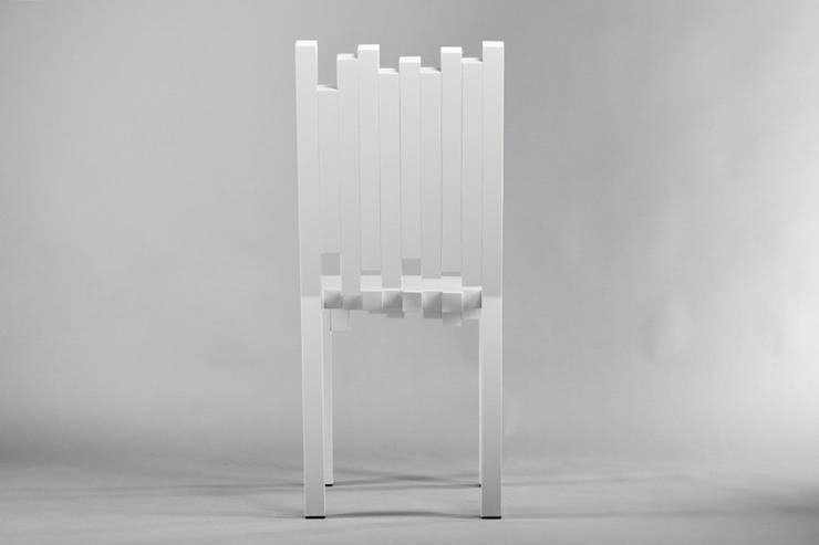 Krzesło Tetris: styl , w kategorii Jadalnia zaprojektowany przez This is minimal