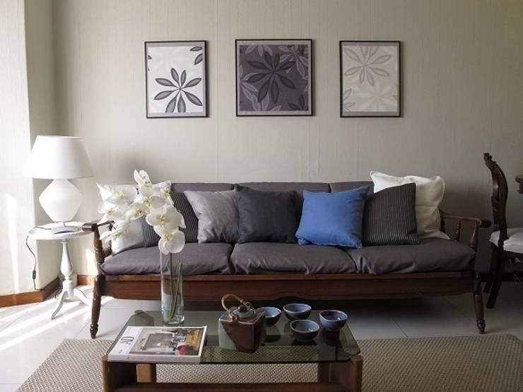 Divano (DOPO):  in stile  di Clara Avagnina Home Staging