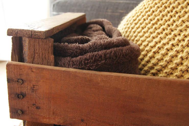 EUCALIPTO revistero cajas fruta: Hogar de estilo  de ECOdECO Mobiliario