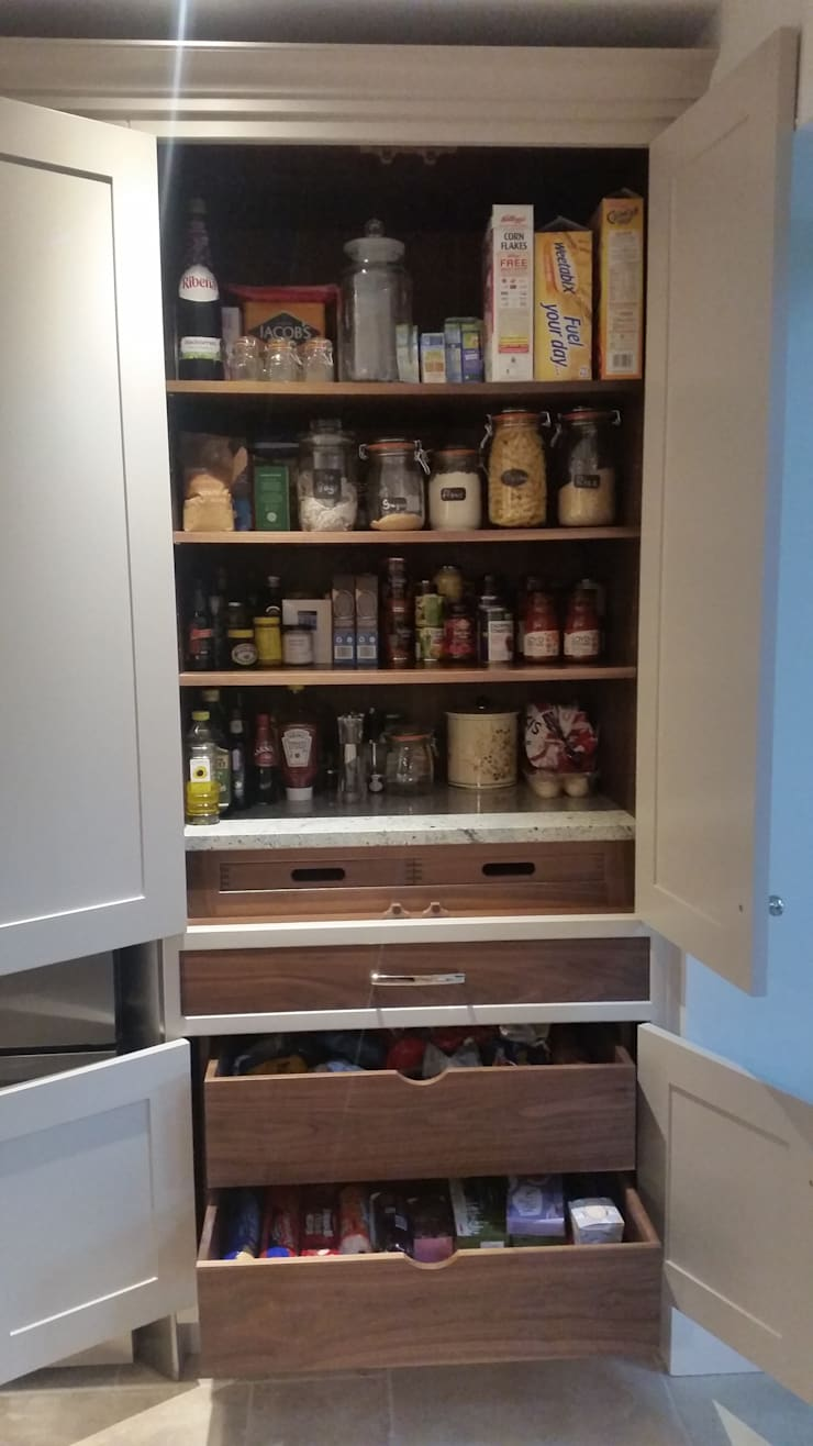 Butlers pantry :  Kitchen by Place Design Kitchens and Interiors