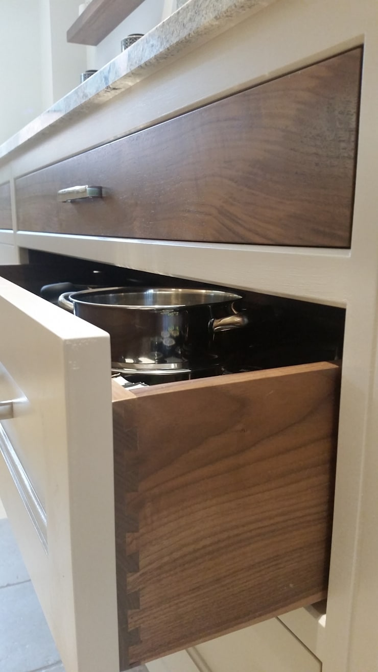 Walnut drawer boxes :  Kitchen by Place Design Kitchens and Interiors