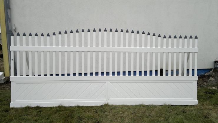 Brama przesuwna wypukła 1: styl , w kategorii Ogród zaprojektowany przez Ogrodzenia PCV