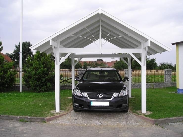 Wiata samochodowa PCV: styl , w kategorii Garaż zaprojektowany przez Ogrodzenia PCV,
