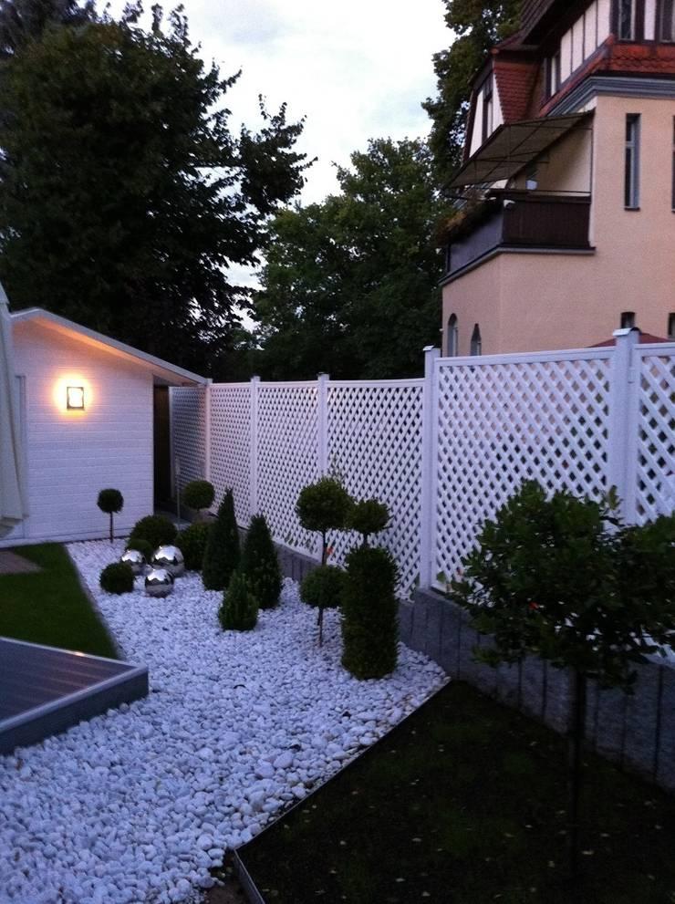 Kratka ogrodowa PCV: styl , w kategorii Ogród zaprojektowany przez Ogrodzenia PCV,